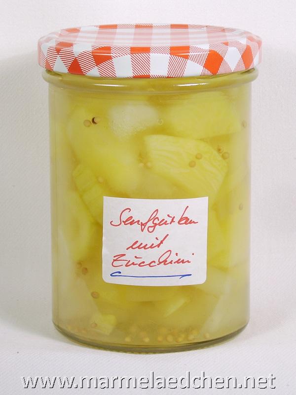 senfgurken mit zucchini s sauer eingelegt marmel dchen. Black Bedroom Furniture Sets. Home Design Ideas